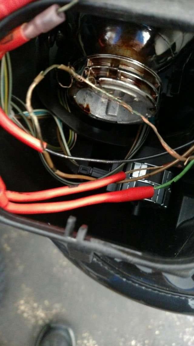 2006 Bmw 325xi >> BMW E46 Xenon Headlight Replacement | BMW 325i (2001-2005 ...